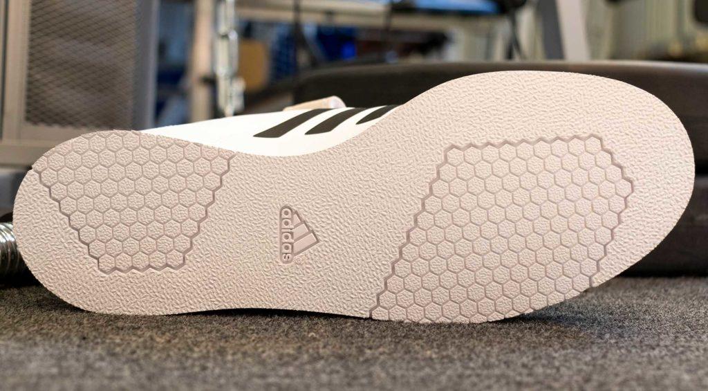 Adidas Power Perfect III painonnostokengän pohja